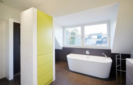 Gebr. Smits badkamer interieur badmeubel en schuifdeurkast