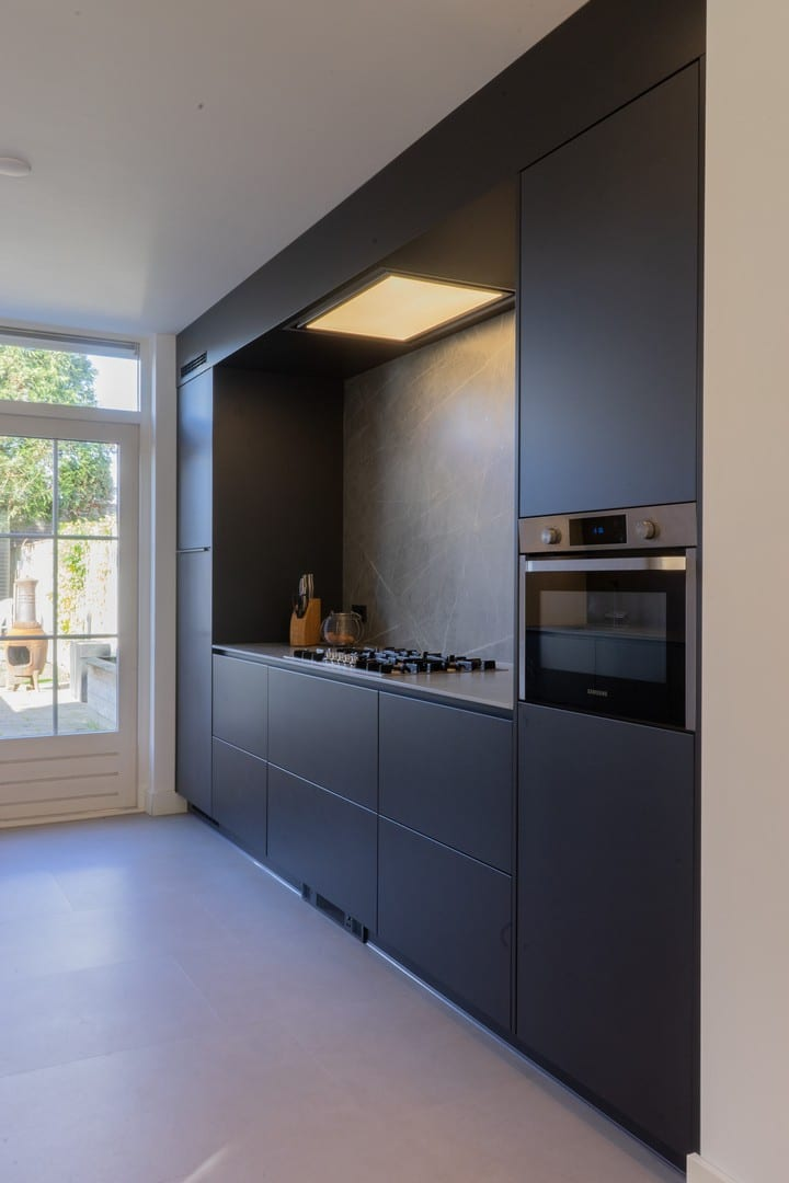 zwarte moderne keuken van gebr. smits